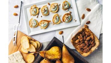 Tapas toast blauwe kaas, peer en amandelen